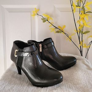 BANDOLINO Black Leather Ankle Booties